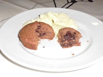 Chokolade cupcakes med blødende hjerte