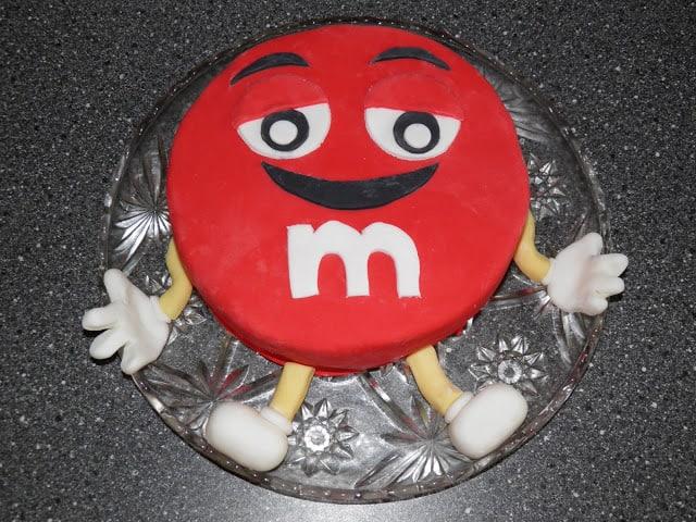 Chokoladekage med M&Ms fyld