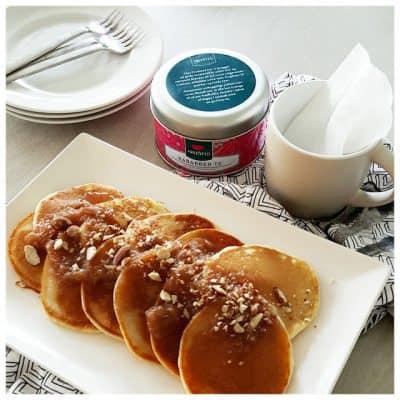 Amerikanske pandekager med rabarberkompot